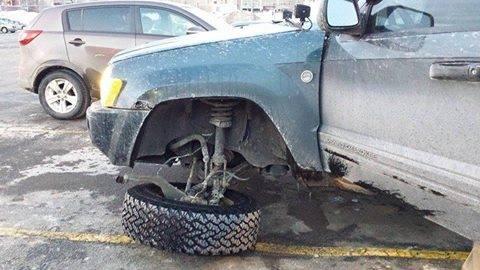 Име:  Chrysler_upper_a-arm_broken_ball_joint_2_Jeep_wk-xk.jpg Прегледи: 362 Размер:  28.5 Кб